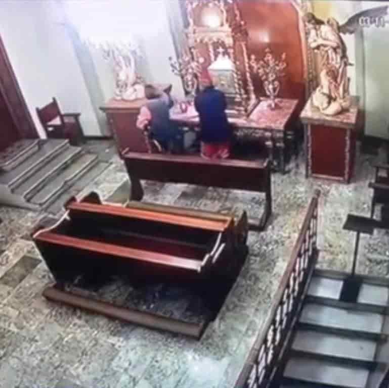 indagan en el robo de una cruz sagrada, en el interior de la Catedral de Monterrey
