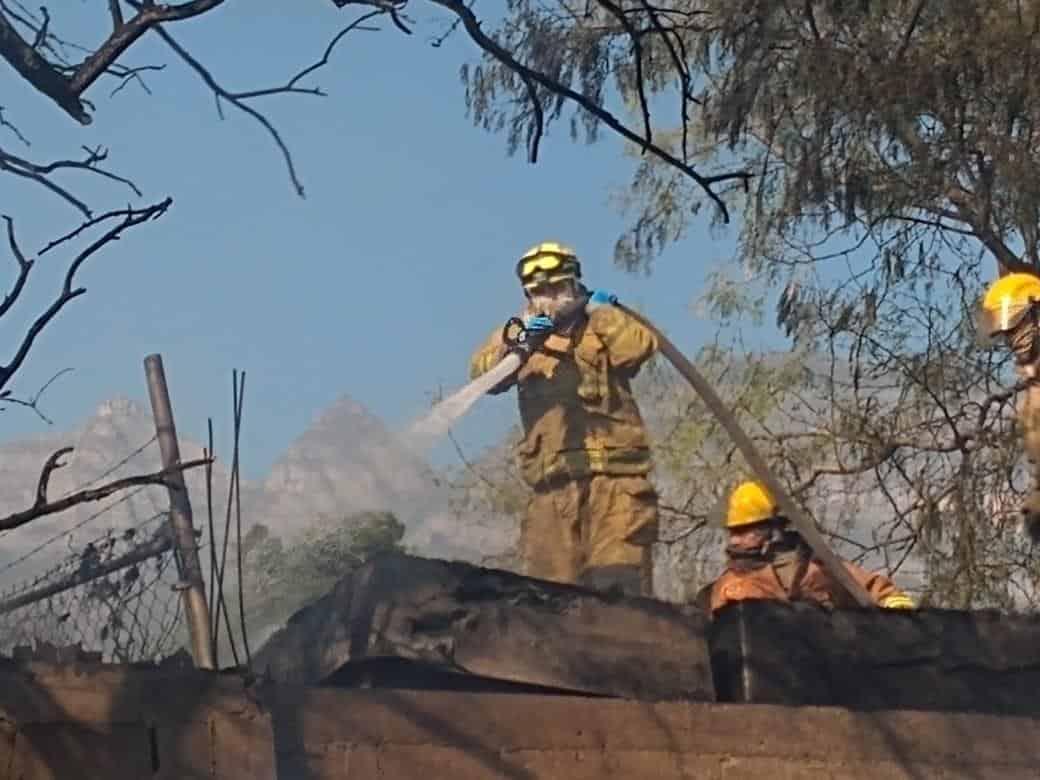 El incendio se registó en un tejaban deshabitado en la Colonia Unión Morelos