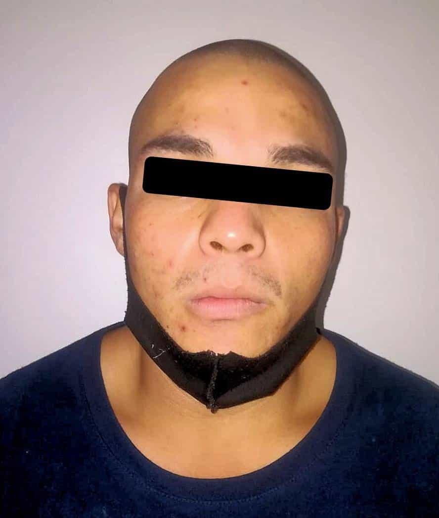 El narcomenudista fue detenido con una pistola y droga