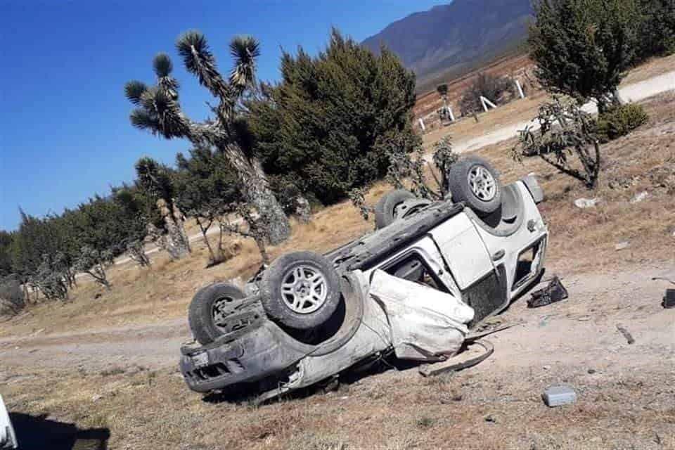 Perdieron la vida al volcar la camioneta en que viajaban