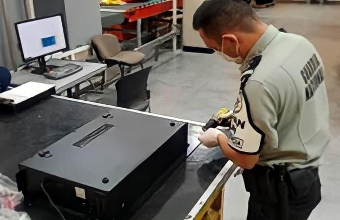 Decomisaron tres kilos de metanfetamina, la cual iba oculta en un calefactor eléctrico