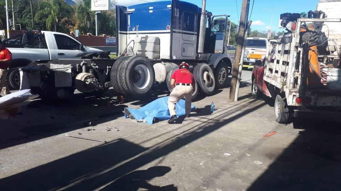 El mecánico falleció aplastado por la pesada unidad