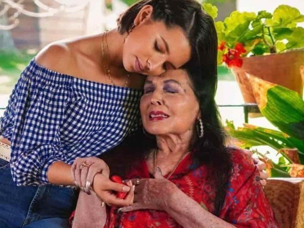 Flor Silvestre y su nieta Ángela Aguilar