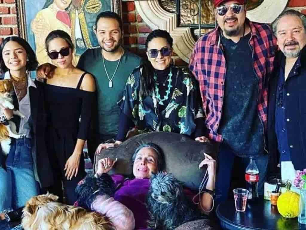 Flor Silvestre y su familia