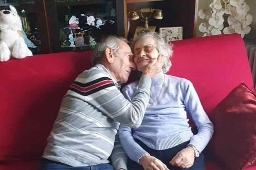 Muere italiana a la que esposo llevó serenata al hospital