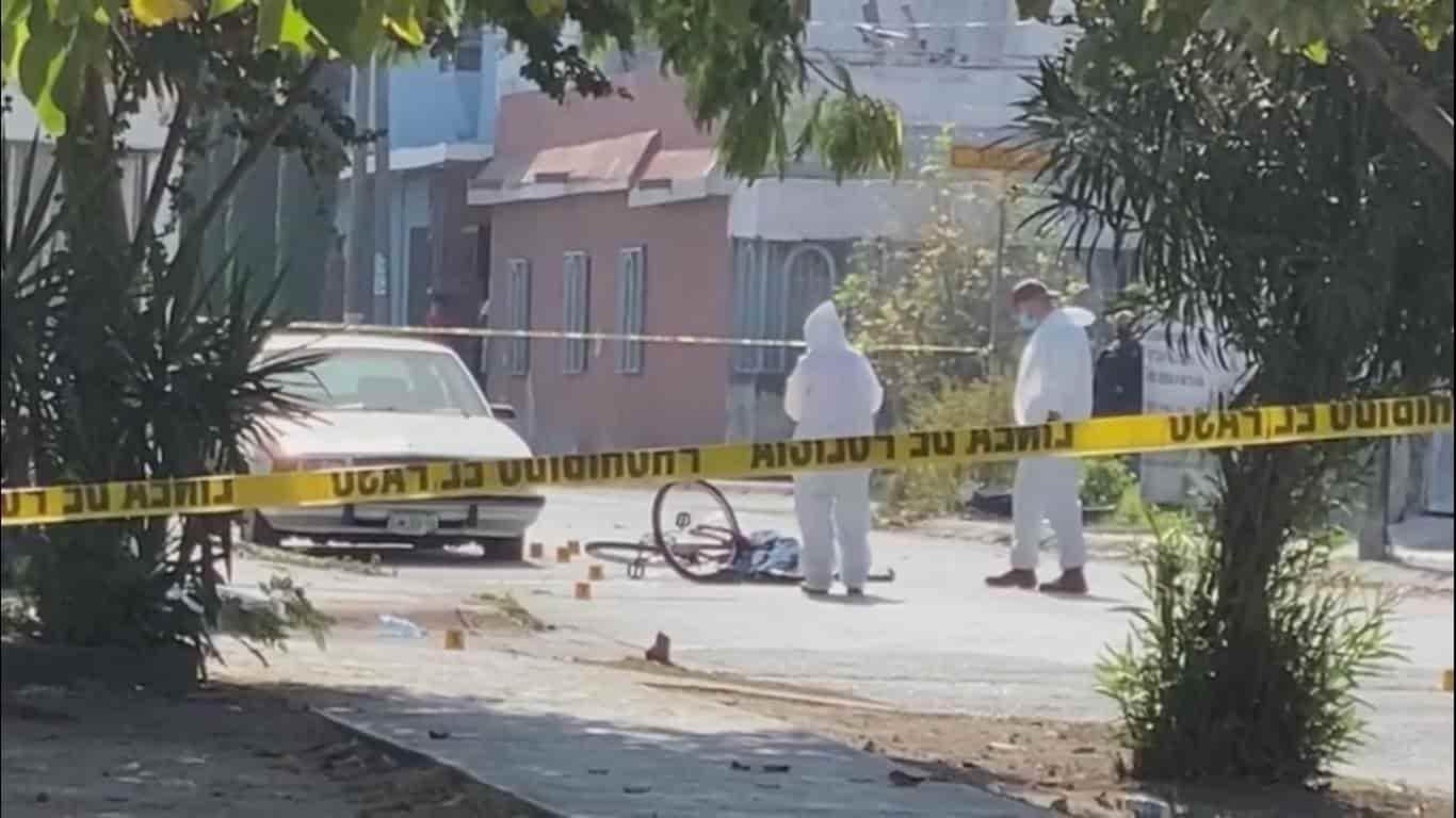 Ejecutaron a un empleado de una tortillería, cuando se desplazaba en su bicicleta