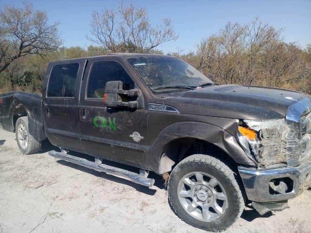 Encontraron abandonada una camioneta con cargadores de arma larga, cartuchos, droga y un pistolín de arma larga