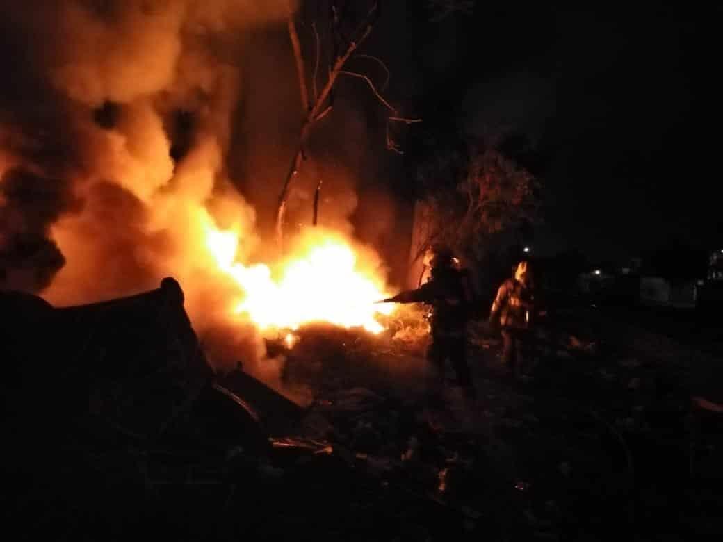 Se reportó un incendio de grandes proporciones en un predio baldío en Escobedo