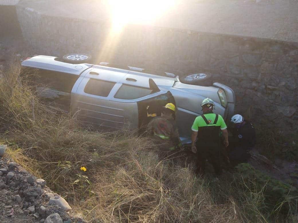 Terminó con lesiones de consideración, al volcar su camioneta