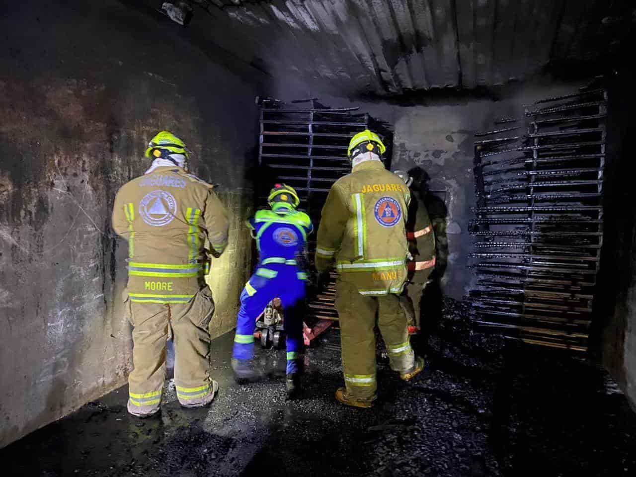 Al sitio arribaron los rescatistas y personal de la empresa se coordinaron para sofocar el fuego