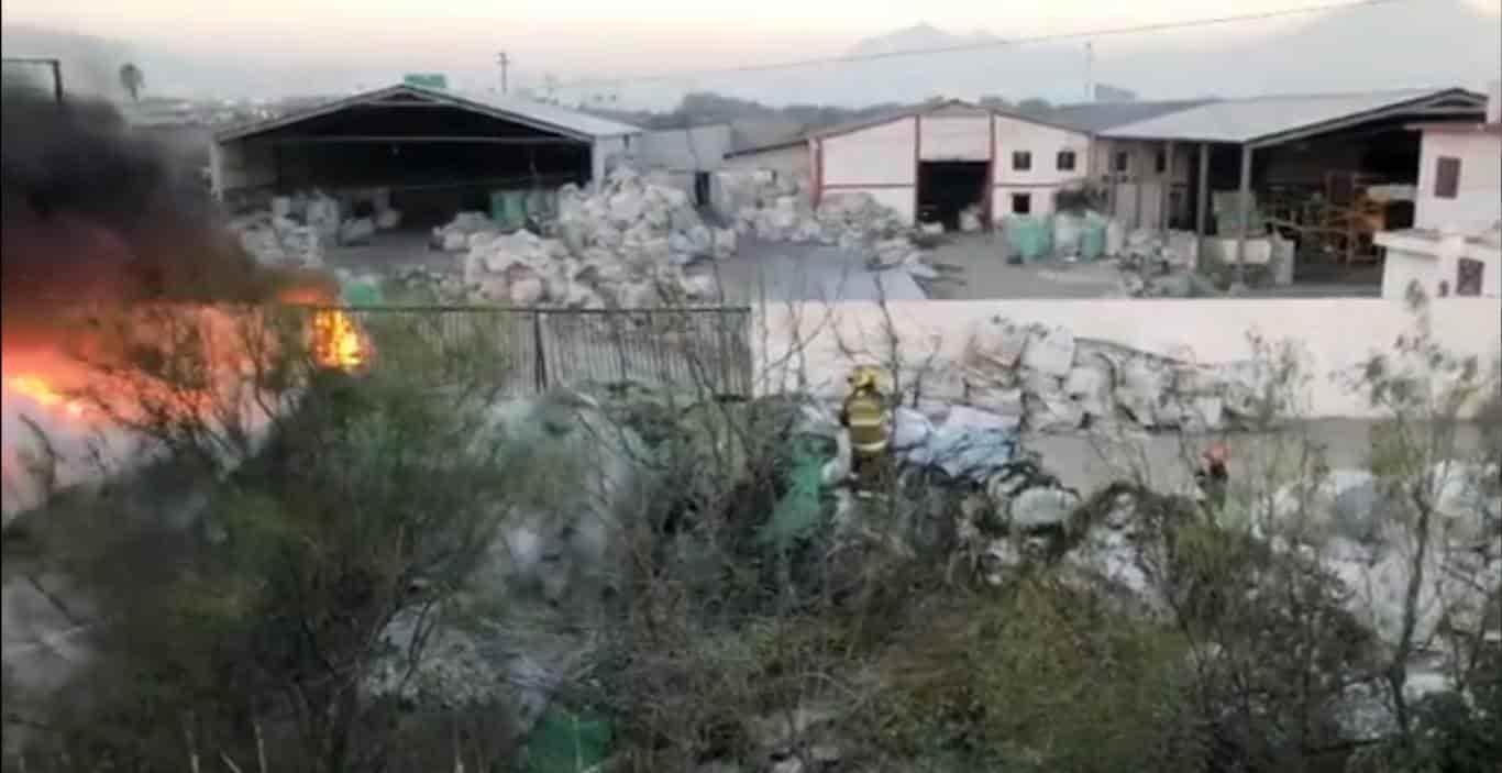 El incendio se registró en una planta recicladora de plástico