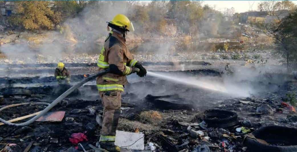 Se  reportó el incendio de un tiradero clandestino de llantas