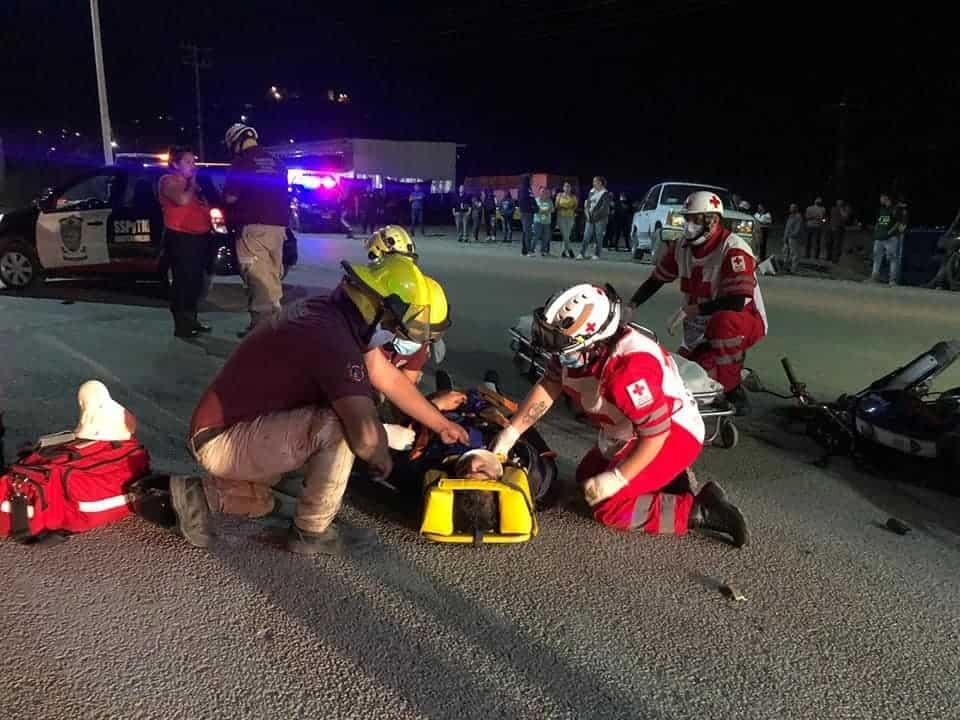 La motociclista terminó con lesiones de consideración, al ser impactada por una camioneta