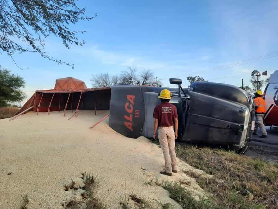 El tráiler iba cargado con más de 12 toneladas de sorgo