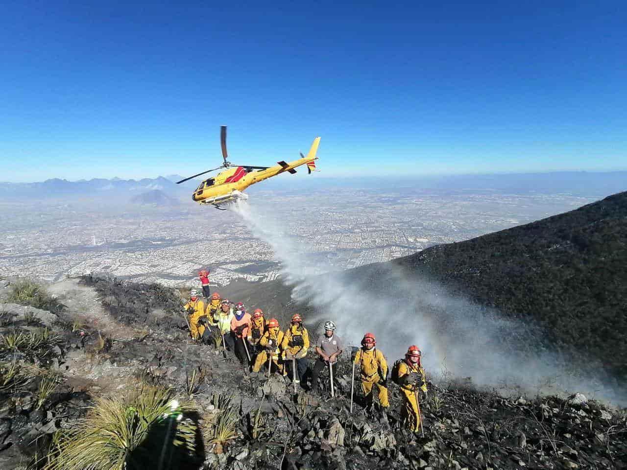 Luego de más de 20 horas de trabajo, lograron sofocaron el incendio en el Cerro de la Silla