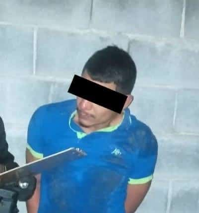 Lo detuvieron por realizar detonaciones de arma de fuego y realizar sus necesidades fisiológica en vía pública