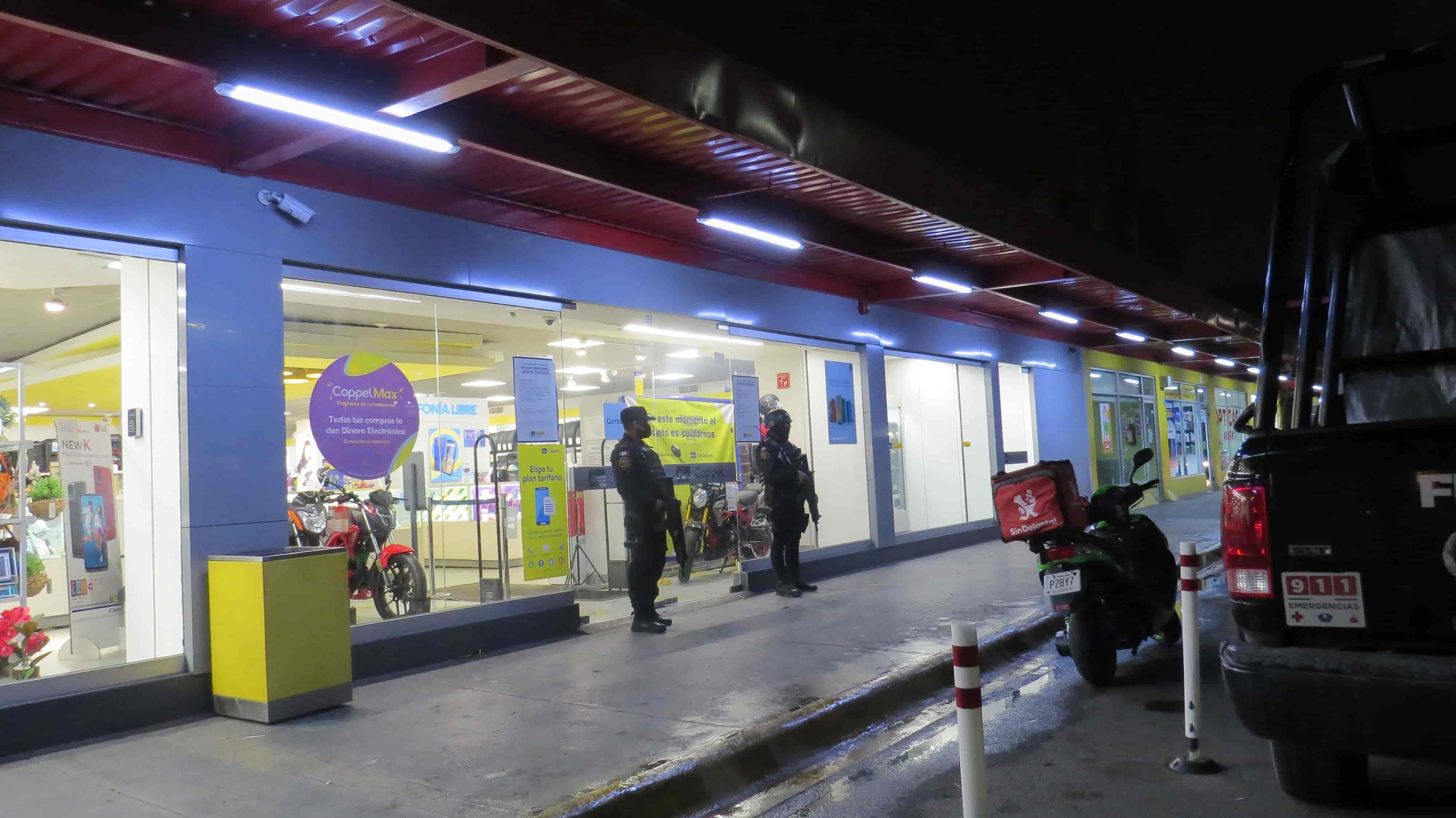 Dos sujetos con armas de fuego, asaltaron una sucursal bancaria