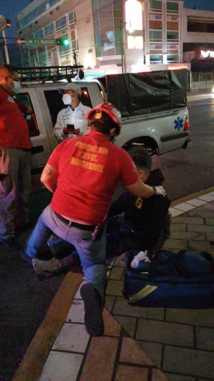 El choque y volcadura de un auto y una camioneta, dejó ayer una persona lesionada