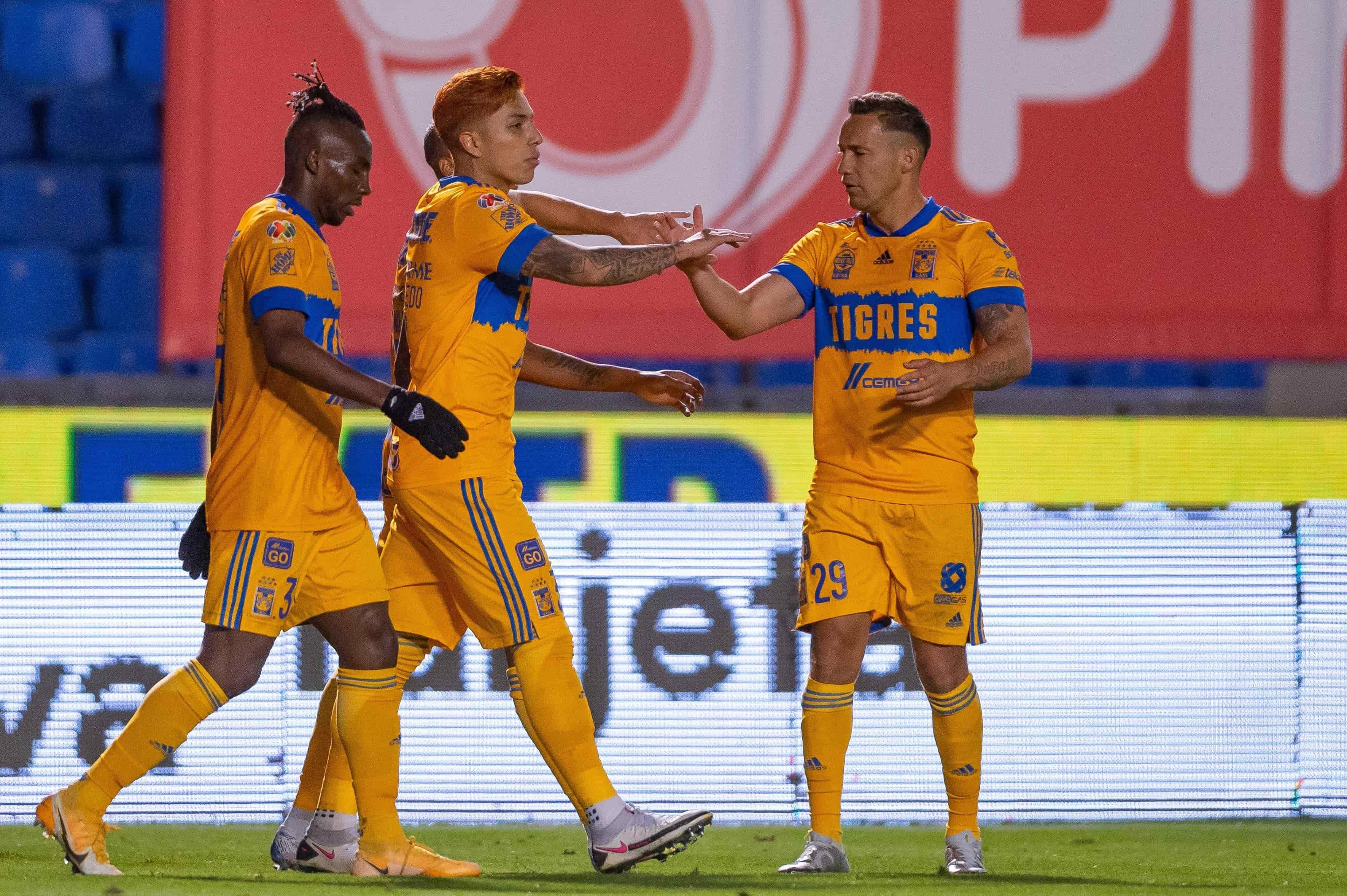 Carlos Salcedo anotó el gol del empate