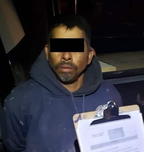 Arrestaron a dos personas que viajaban en un auto y quienes portaban dosis de cristal
