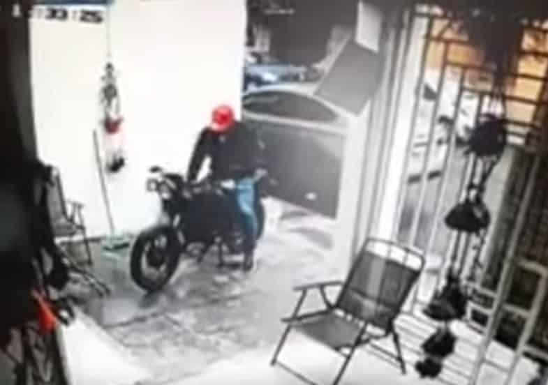 Participó en el robo de un vehículo Tesla valuado en 2.7 millones de pesos