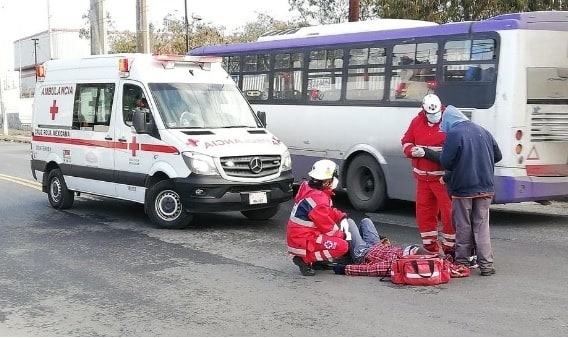 El ciclista terminó con lesiones de consideración, después de ser impactado por un automóvil