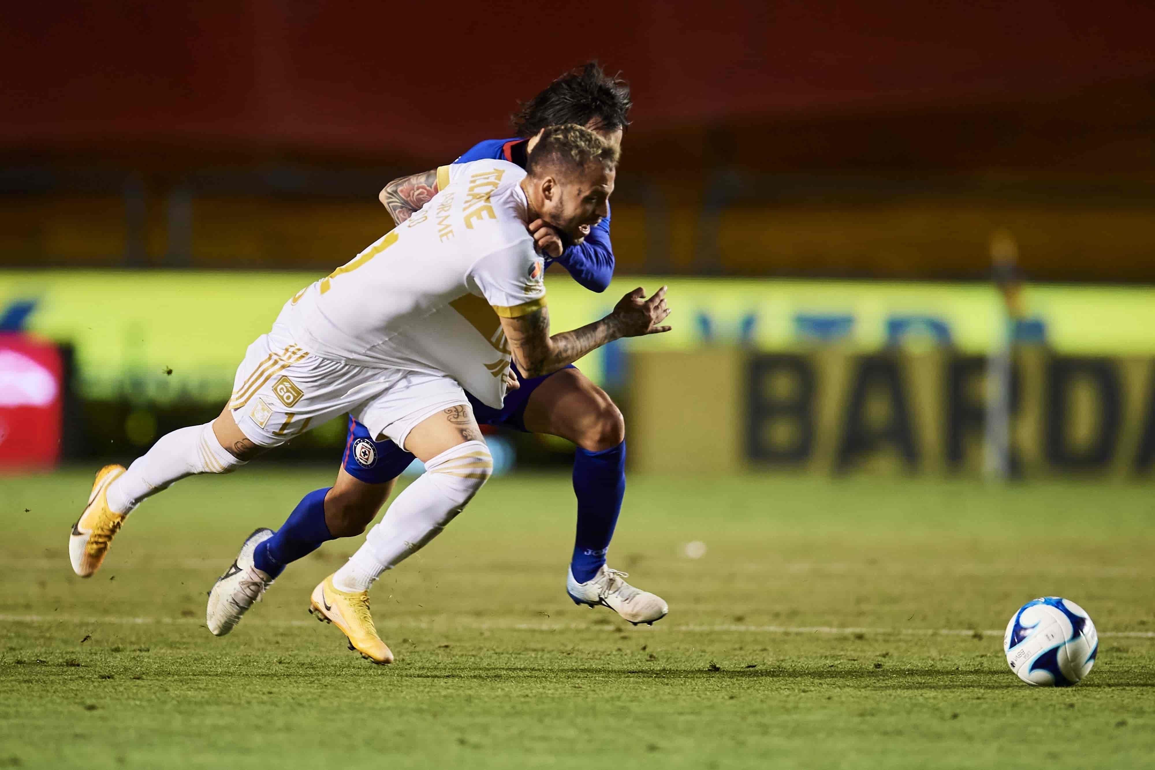 Cae Tigres 2-0 ante Cruz Azul