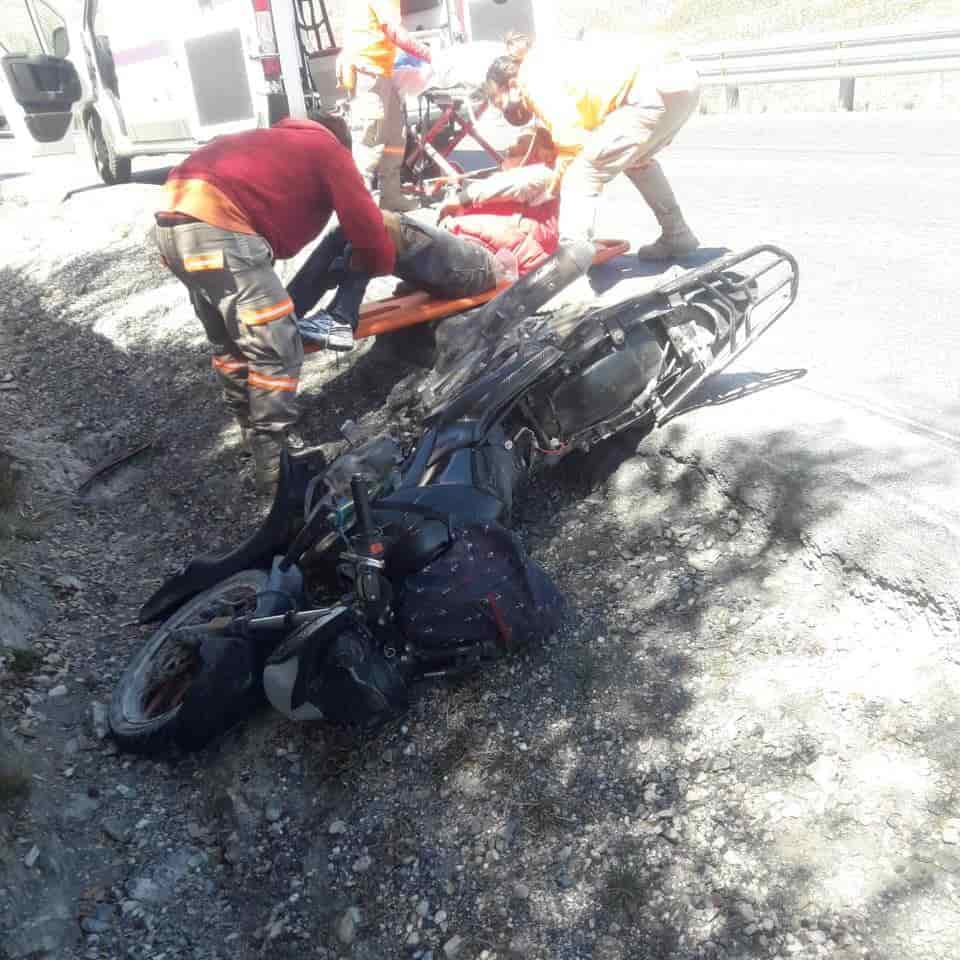 Terminó con diversas lesiones, después de derrapar su motocicleta