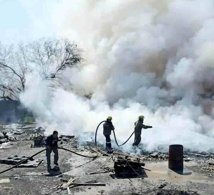 Se incendió una empresa recicladora de materiales, dentro de un Parque Industrial
