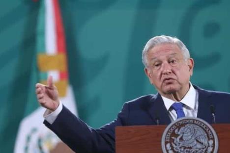AMLO critica oposición del PRI y PAN a su reforma eléctrica