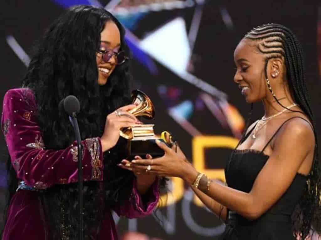 H.E.R. y Tiara Thomas recibieron el Grammy a canción del año