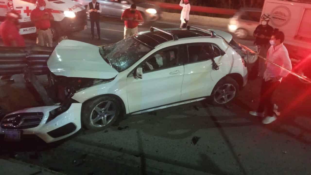 El conductor falleció luego de estrellarse contra un barandal de contención