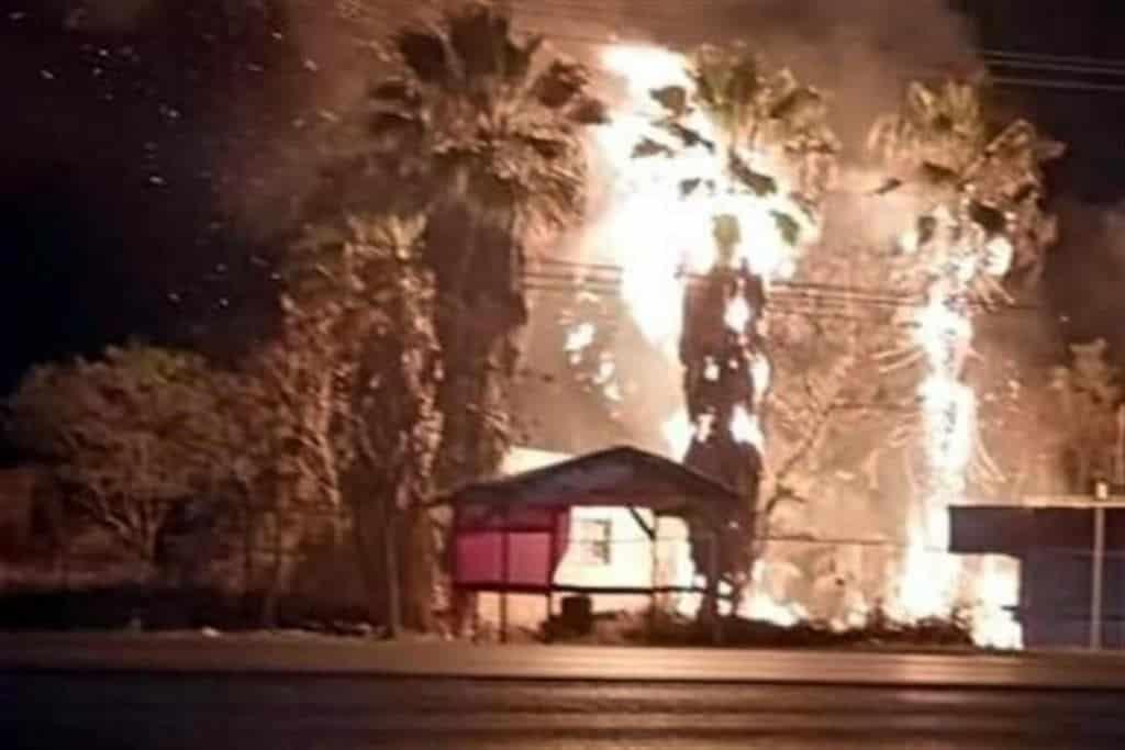 Reportaron el incendio de una vivienda de madera en el municipio de Juárez