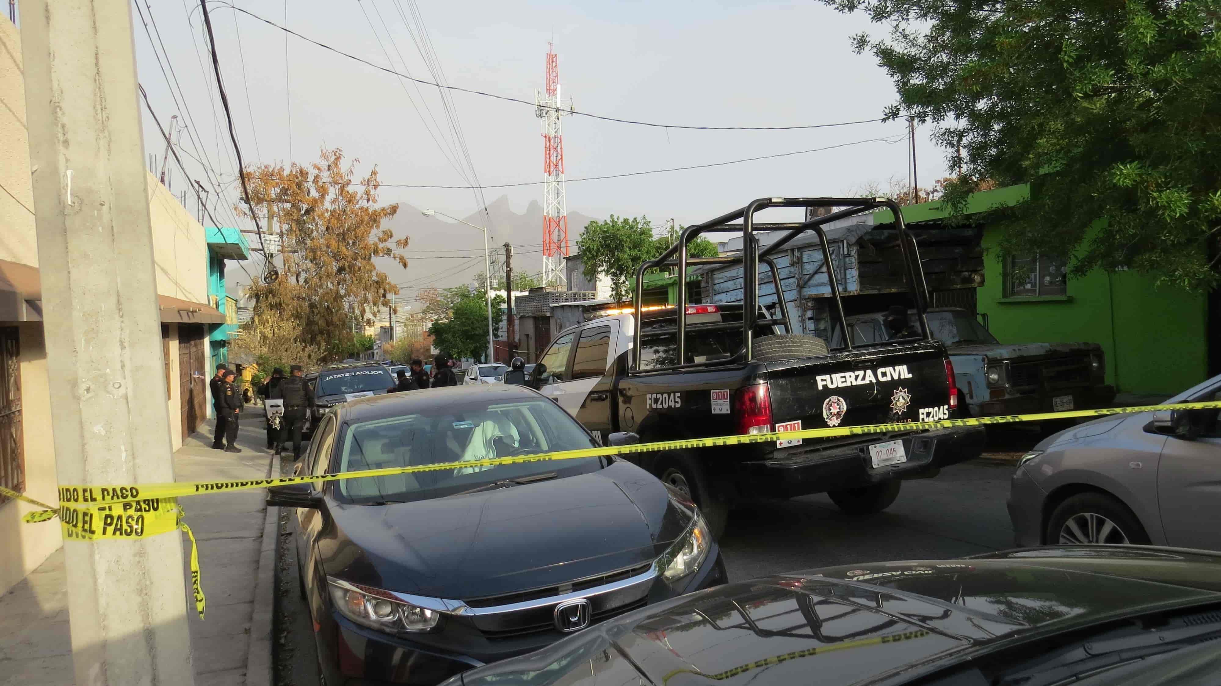Investigan la muerte de un hombre quien fue hallado en su domicilio con heridas por arma blanca en el cuello