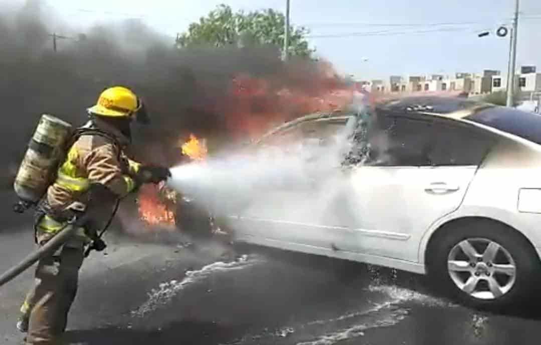 La unidad comenzó a incendiarse mientras circulaba