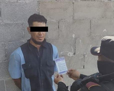 Fuerza Civil de Seguridad Pública del Estado arrestaron el lunes a tres hombres quienes portaban droga