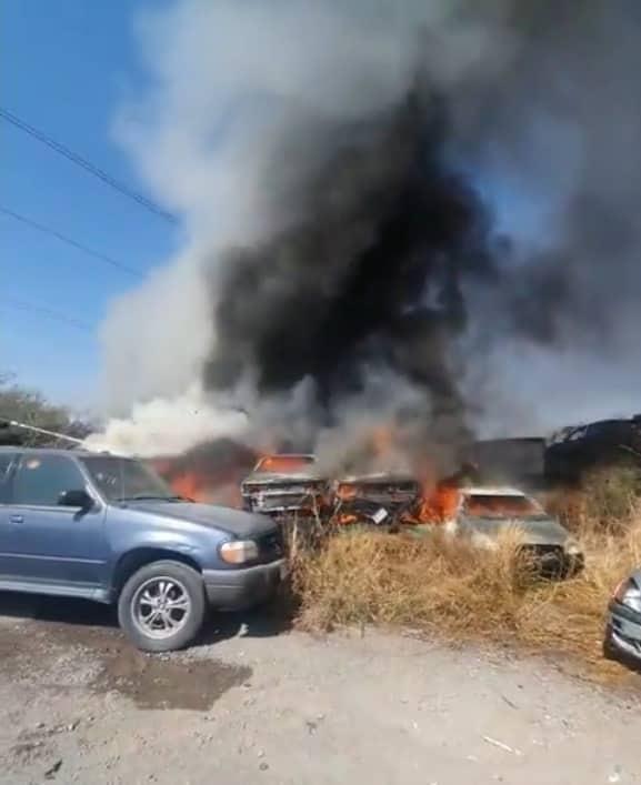 Se reportó el incendio de un corralón de la empresa Garajes y Talleres