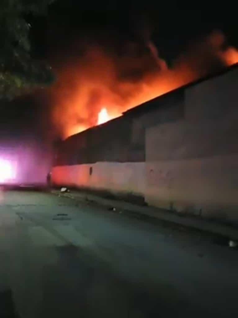 El incendio se reportó en una bodega ubicada en la colonia Miguel Alemán