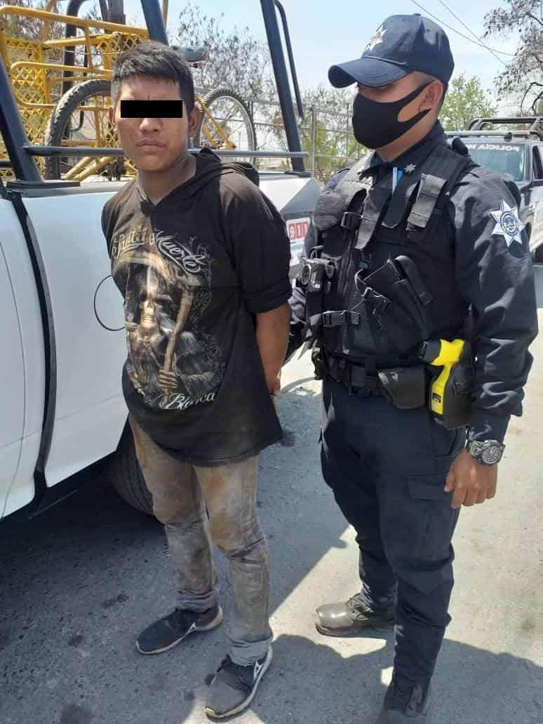 Los arrestan antes de poder huir en un triciclo con chatarra que robaron de los vagones del tren