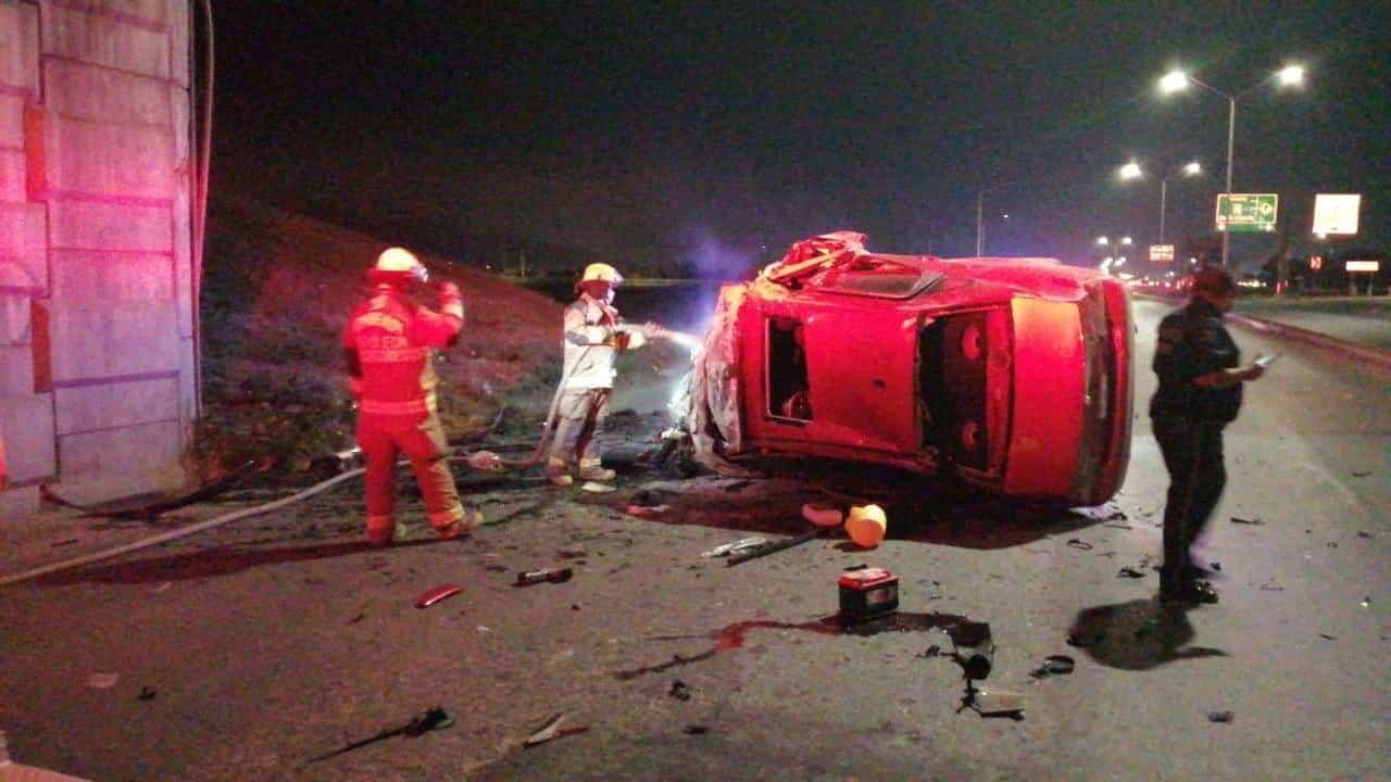 Un presunto ladrón que acaba de robar un automóvil, murió en forma trágica al estrellar el vehículo