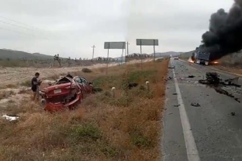 Mueren 2 hombres en choque en Salinas Victoria