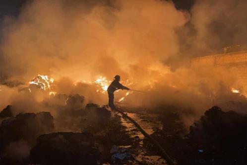 Arde empresa recicladora en Escobedo