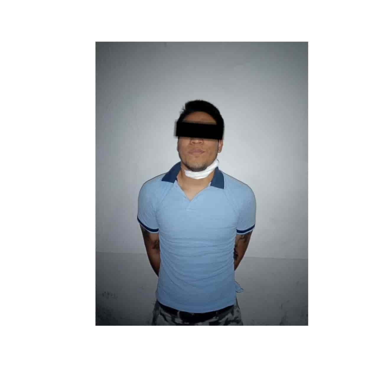 Después de agredir a su esposa y madre, un joven fue arrestado