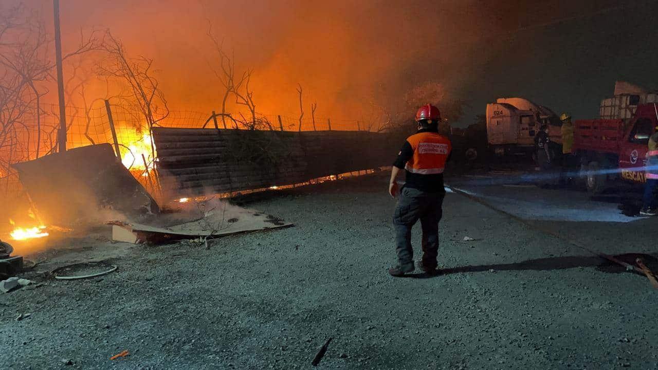 Reportaron el incendio de una empresa recicladora de materiales Escobedo