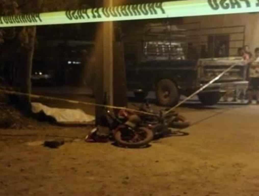 El jovencito que viajaba en una motocicleta perdió la vida al ser impactado por una camioneta