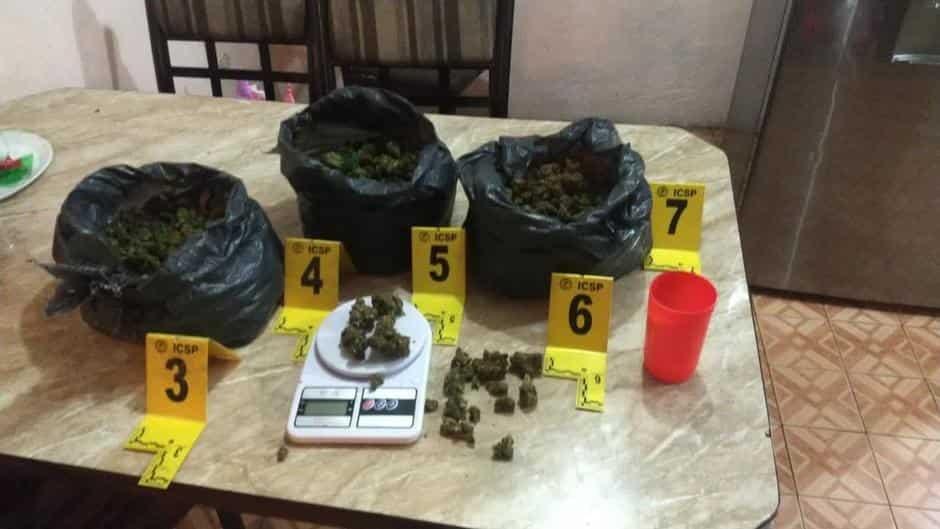 Catearon una vivienda, siendo decomisada droga y balas de diferentes calibres.