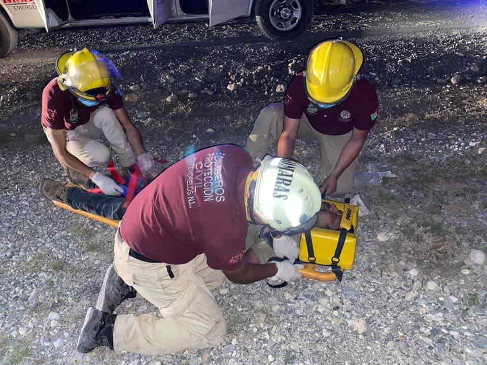 Una persona sin vida y otra lesionada, fue el saldo que dejó la volcadura