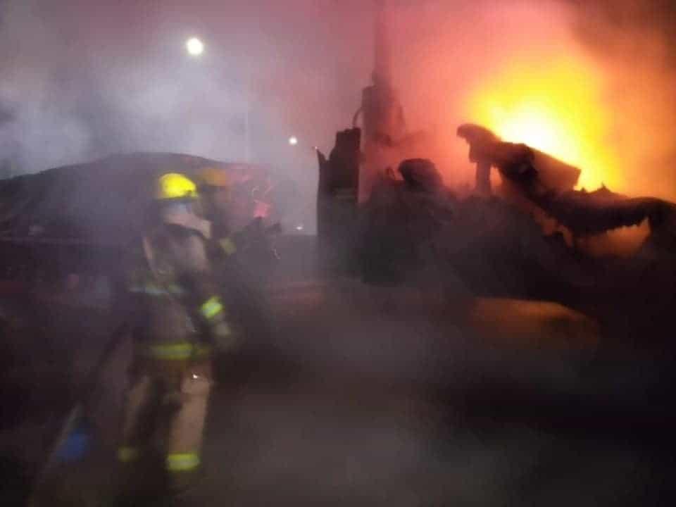 Reportaron el incendio de un tráiler, frente a las instalaciones del corralón oficial