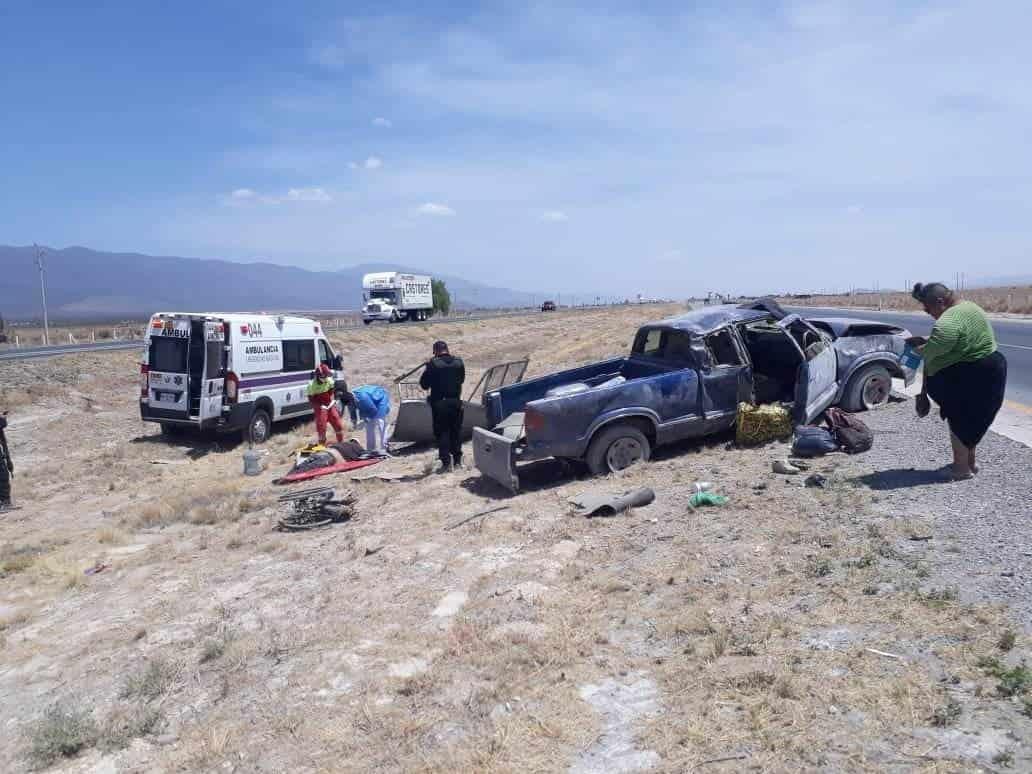 Dos personas lesionadas fue el saldo que dejo la volcadura de una camioneta