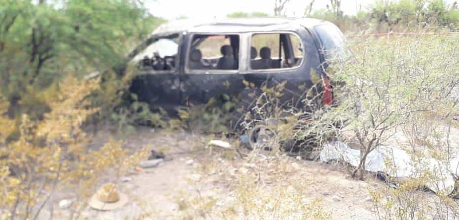 Dos muertos y siete lesionados de consideración, fue el saldo que dejó la volcadura de una camioneta